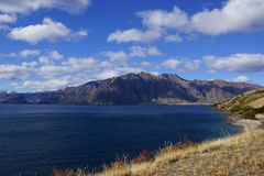 Mountain view on the road to Queenstown. A beautiful lake/mountain view on the road down to Queenstown, New Zealand Stock Photos