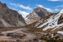 Mountain View según lo visto del viaje de Ausangate, montañas de los Andes, Perú imágenes de archivo libres de regalías