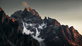 Mountain View spettacolare durante l'alba con una poca neve - Dol Immagini Stock Libere da Diritti