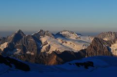 Mountain View suíço panorâmico dos cumes com as geleiras de Konkordiaplatz perto de Grindelwald/Interlaken imagem de stock royalty free