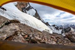 Mountain View vom gelben Zelt Lizenzfreie Stockfotografie