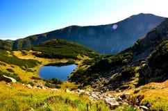 Mountain湖& x28; Rohacska& x29;  Mt Volovec 免版税库存照片