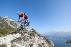 Mountainbike acrobatic crash. Mountainbiker to go downhill trip Royalty Free Stock Photos