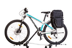 Mountainbike med sadelpåsar Royaltyfria Bilder