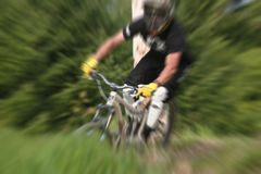 Mountainbikelautes summen 24 stockbild