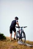 Mountainbiker auf Spuren Stockfotografie