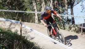 Mountainbiker en declive Fotografía de archivo