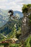 Mountainbiker-Fahrrad-Ansicht-Berg Lizenzfreies Stockfoto