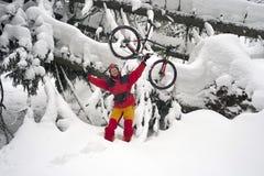 Mountainbikereise in den Bergen Lizenzfreies Stockbild