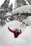 Mountainbikereise in den Bergen Lizenzfreie Stockbilder