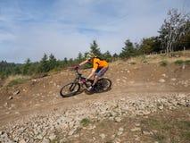 Mountainbikerreitspuren in Wales stockfotos