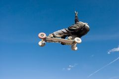 Mountainboard series. A mountainboarder in mid air with a deep blue sky in the background Royalty Free Stock Photography