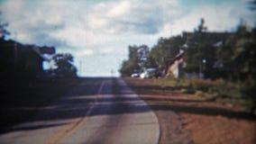 MOUNTAINBURG, ARKANSAS 1955: Alter Retro- Signage und Straße Antriebs Berg Gaylor Lakeshore stock video footage