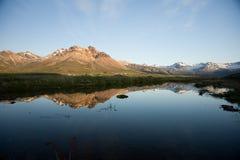 Mountainchain di riflessione fotografia stock