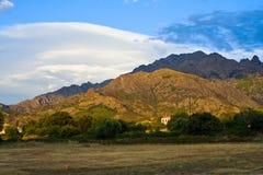 MountainiPeak iluminated por el sol Fotos de archivo