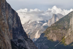 Mountains and clouds in yosemite national park Royalty Free Stock Image