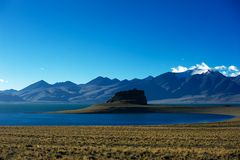Mountains and lake in Qinghai-Tibet Plateau. Cloudy Stock Photography