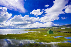 Mountains and lake in Qinghai-Tibet Plateau Royalty Free Stock Photos