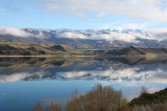 Mountains reflected in Lake Dunstan New Zealand Stock Images