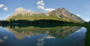 Mountains reflected in the lake - panorama Royalty Free Stock Photography