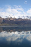 Mountains reflected in still lake Royalty Free Stock Photos