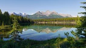 Mountains reflection in lake Royalty Free Stock Photos
