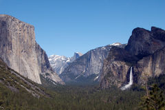 Mountains with water fall and forest in yosemite national park Royalty Free Stock Photos