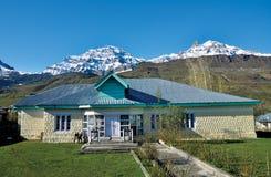 Mountainscape около Drass на пути к пропуску Zojila, Ladakh, Джамму и Кашмир, Индии Стоковая Фотография