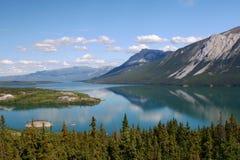 Mountainsee auf der alaskischen Datenbahn Lizenzfreies Stockfoto
