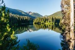 Mountainsee in den Bergen am sonniger Tagbritisch-columbia Kanada Lizenzfreies Stockfoto