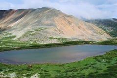 Mountainsee. Gorny Altai, Russland Lizenzfreies Stockfoto