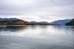 Mountainsee im Herbst Slowakei Lizenzfreie Stockbilder