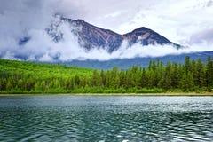 Mountainsee im Jaspis-Nationalpark lizenzfreies stockfoto