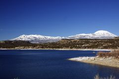 Mountainsee im Winter Lizenzfreie Stockfotos