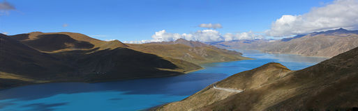 Mountainsee panoramisch Lizenzfreie Stockbilder