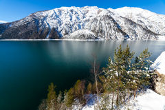 Mountainsee-Schneelandschaft in den Alpen, Österreich, Achensee, Tirol Stockfotos