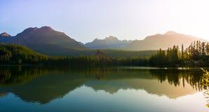 Mountainsee Strbske Pleso, hohes Tatras, Slowakei Stockbilder