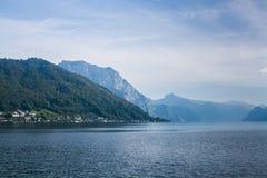 Mountainsee Traunsee in den Alpen, Österreich Lizenzfreie Stockfotografie