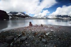 Mountainsee und Berge in Zermatt die Schweiz Lizenzfreies Stockfoto