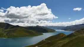Mountainsee Yamdrok-Himalaja Tibet stock footage