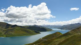 Mountainsee Yamdrok-Himalaja Tibet stock video footage