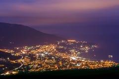 Mountainsi Krim, Ukraina, Yalta. Arkivfoto