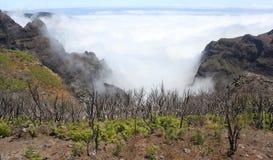 Mountainview ovanför molnen Royaltyfria Bilder