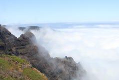 Mountainview ovanför molnen Royaltyfri Fotografi