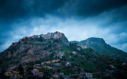 Mountans i Taormina royaltyfria foton
