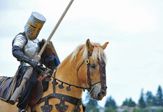 Mounted Knight prepares Royalty Free Stock Photography