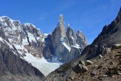 Mountian fait une pointe à l'intérieur du parc national de visibilité directe Glaciares, EL Chaltén, Argentine Photographie stock libre de droits
