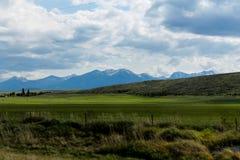 Mountians, das durch Idaho fährt Stockfoto