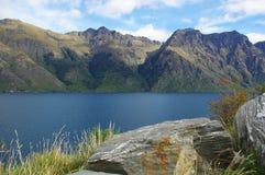 Mountians sjö Arkivfoto