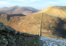 Mourne Wall Between Slieve Donard and Slieve Commedagh, Northern Ireland. The Mourne Walls traverses all the main peaks of the Mourne Mountains, creating a Stock Photos